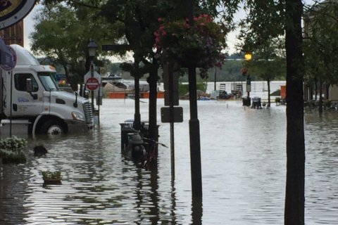 Boats used to help escape low-level Alexandria flooding