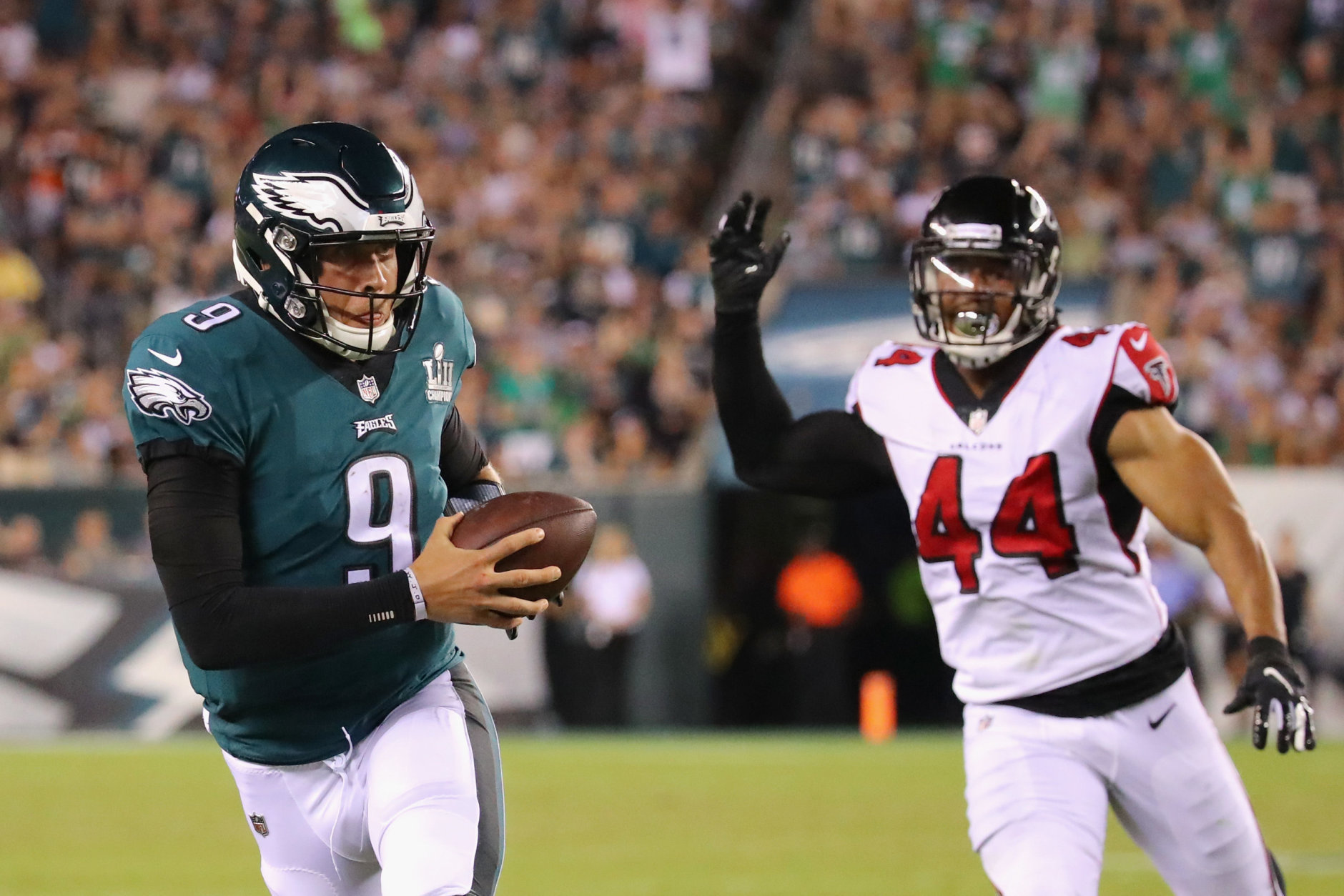 PHILADELPHIA, PA - SEPTEMBER 06:  Nick Foles #9 of the Philadelphia Eagles catches a pass thrown by Nelson Agholor #13 (not pictured) during the third quarter against the Atlanta Falcons at Lincoln Financial Field on September 6, 2018 in Philadelphia, Pennsylvania.  (Photo by Brett Carlsen/Getty Images)