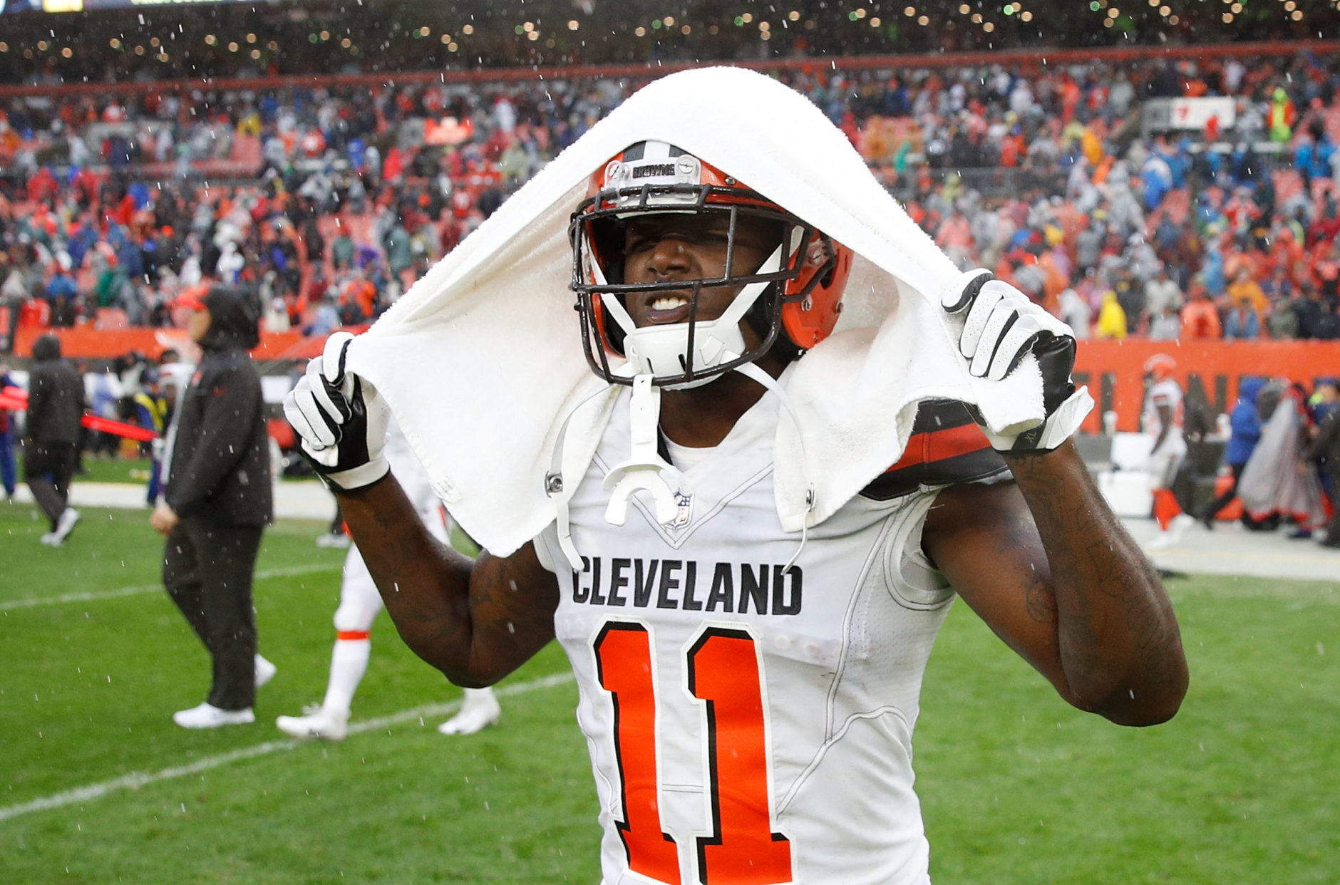 CLEVELAND, OH - SEPTEMBER 09:  Antonio Callaway #11 of the Cleveland Browns walks off the field after a 21-21 tie against the Pittsburgh Steelers at FirstEnergy Stadium on September 9, 2018 in Cleveland, Ohio. (Photo by Joe Robbins/Getty Images)