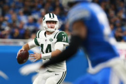 DETROIT, MI - SEPTEMBER 10: Sam Darnold #14 of the New York Jets throws looks to throw a pass in the third quarter against the Detroit Lions at Ford Field on September 10, 2018 in Detroit, Michigan. (Photo by Rey Del Rio/Getty Images)