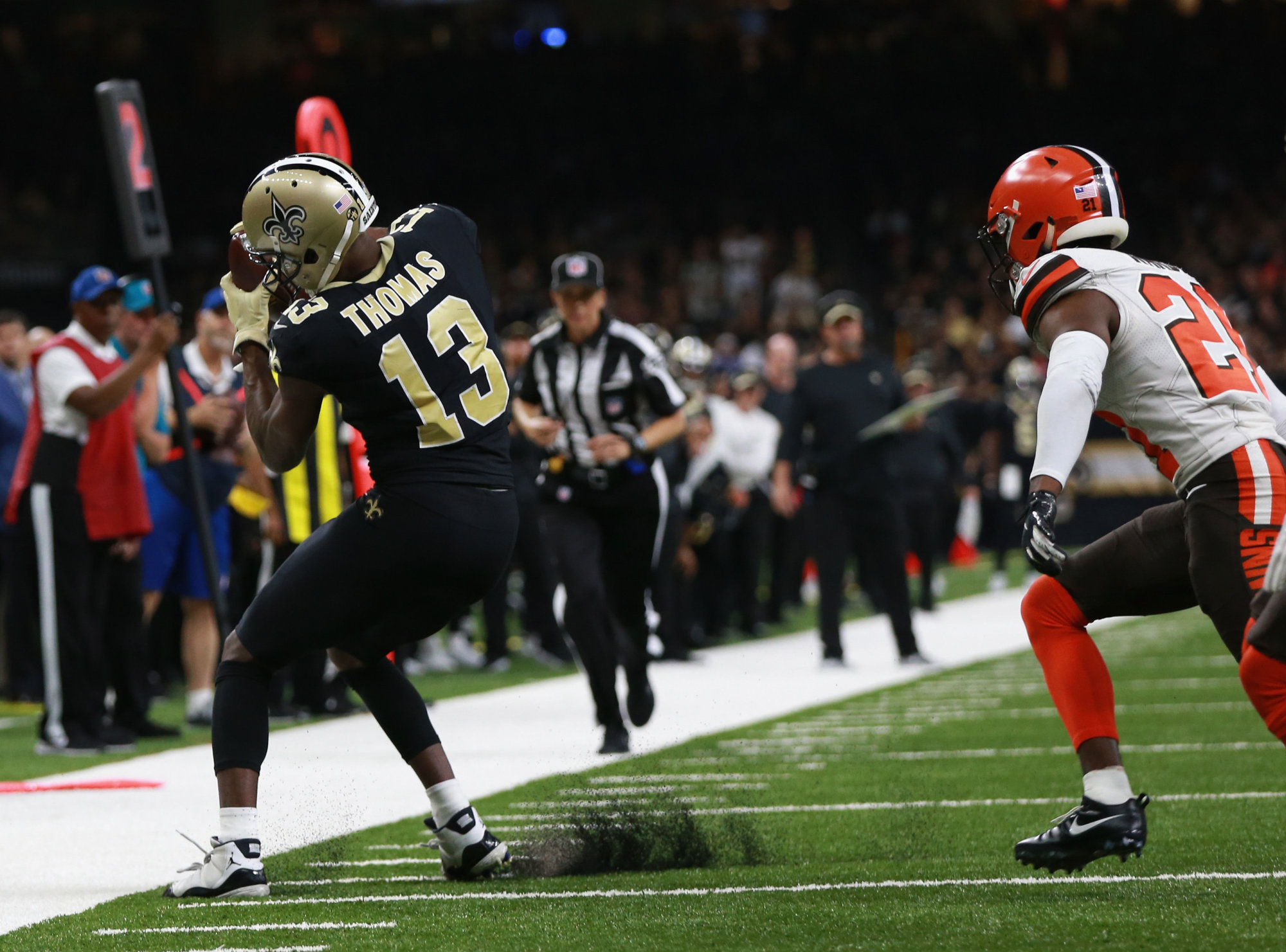NEW ORLEANS, LA - SEPTEMBER 16:  Michael Thomas #13 of the New Orleans Saints catches the ball  during the fourth quarter against the Cleveland Browns  at Mercedes-Benz Superdome on September 16, 2018 in New Orleans, Louisiana.  (Photo by Sean Gardner/Getty Images)