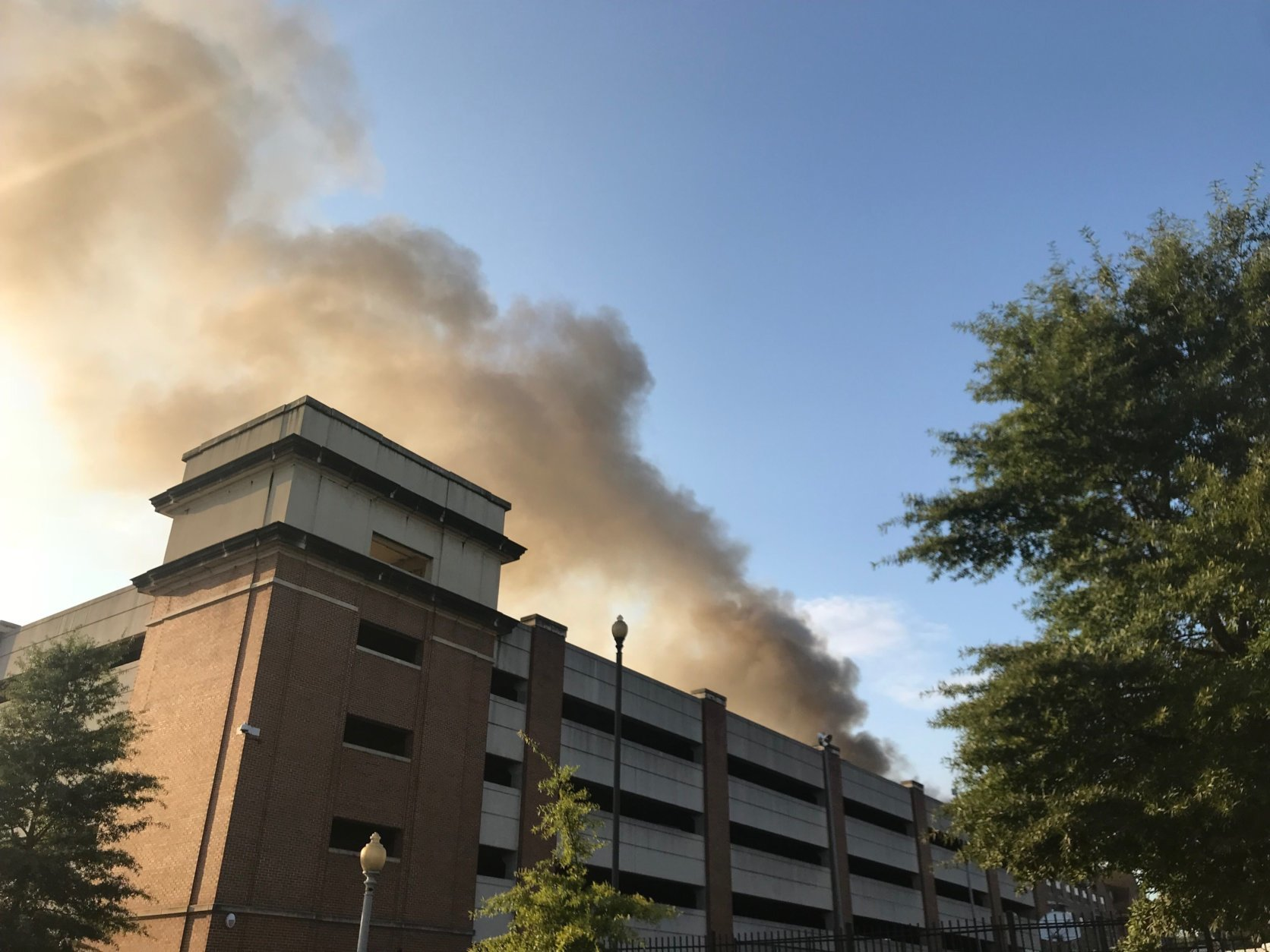 The fire produced thick smoke that could be seen throughout the city. (WTOP/Dick Uliano)