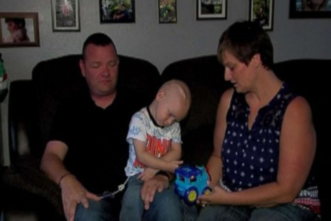 2-year-old boy with cancer gets early Christmas love from around the world