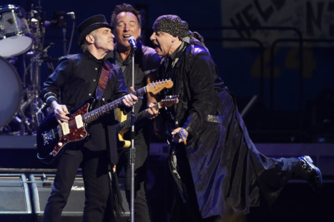 Q&A: Nils Lofgren rocks Birchmere with Neil Young, Springsteen roots