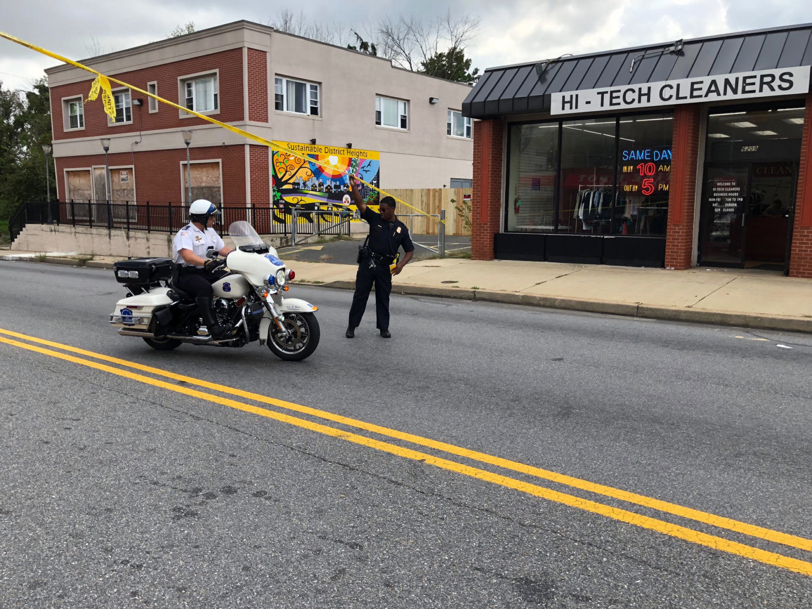 Police move through the area where Thodos was arrested along Marlboro Pike Tuesday. (WTOP/Kristi King)