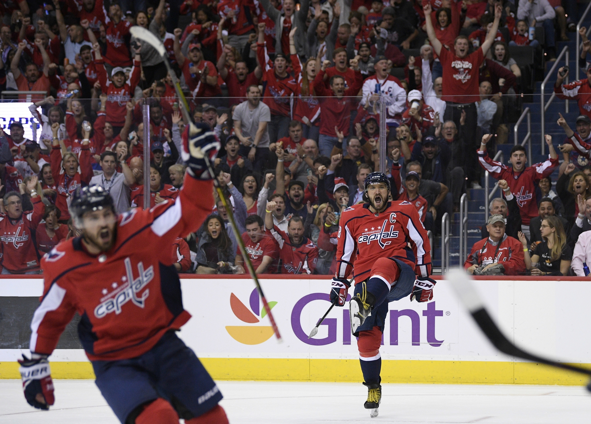 05553bae36e Kuznetsov s 4-point night helps Capitals beat Golden Knights