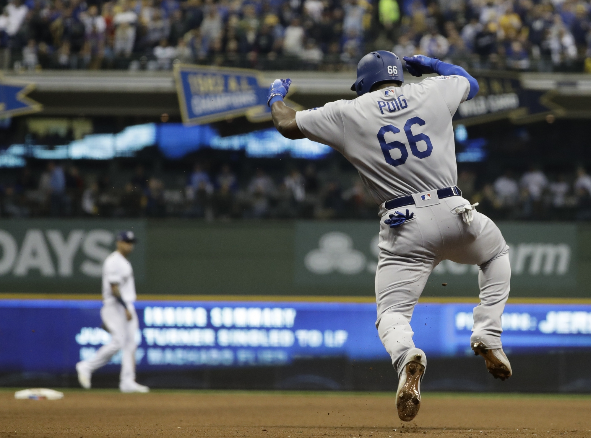 079399221 Dodgers beat Brewers in Game 7