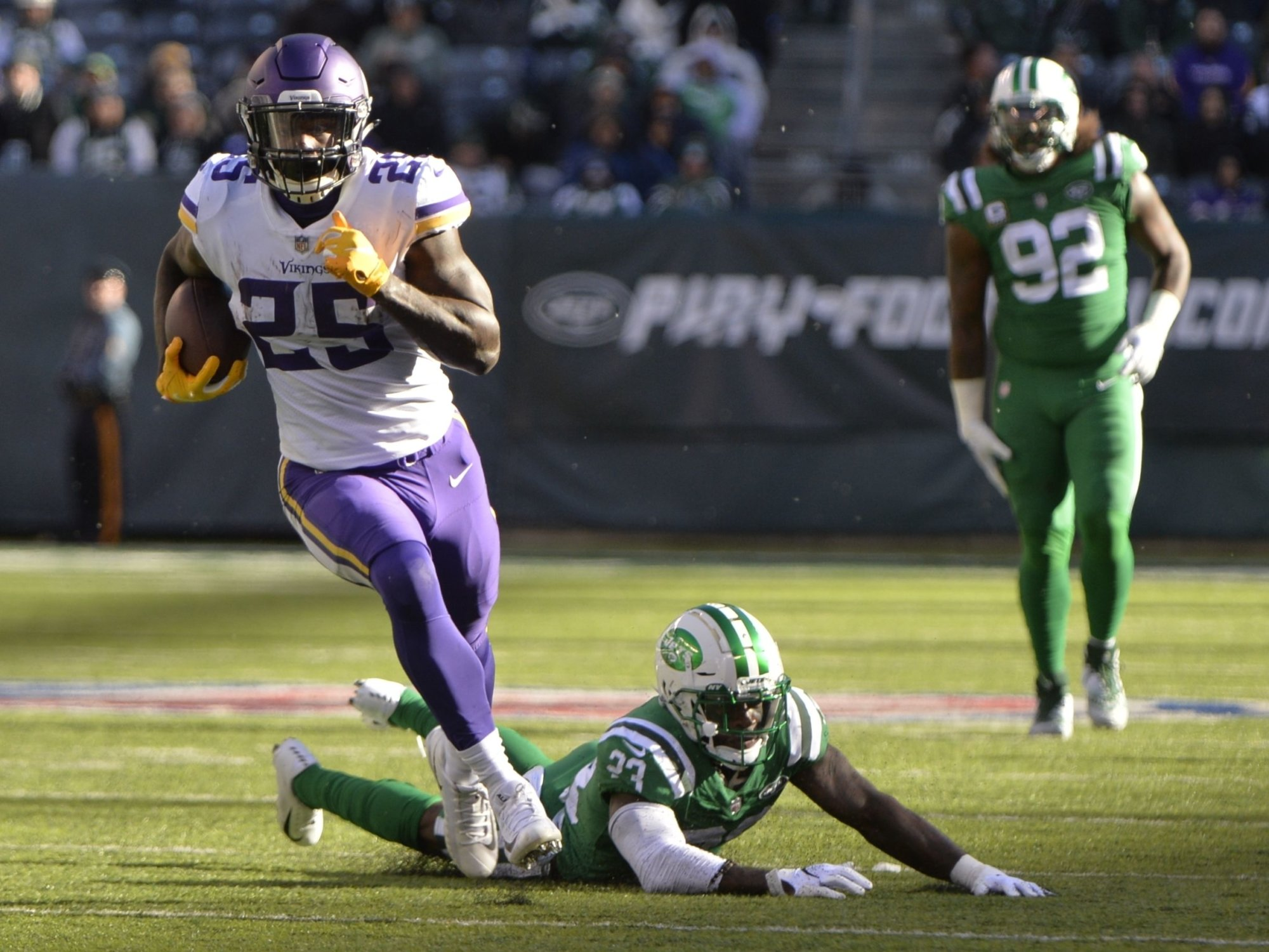 Minnesota Vikings running back Latavius Murray (25) runs away from New York Jets' Jamal Adams (33) and Tarell Basham (93) for a touchdown during the second half of an NFL football game Sunday, Oct. 21, 2018, in East Rutherford, N.J. (AP Photo/Howard Simmons)