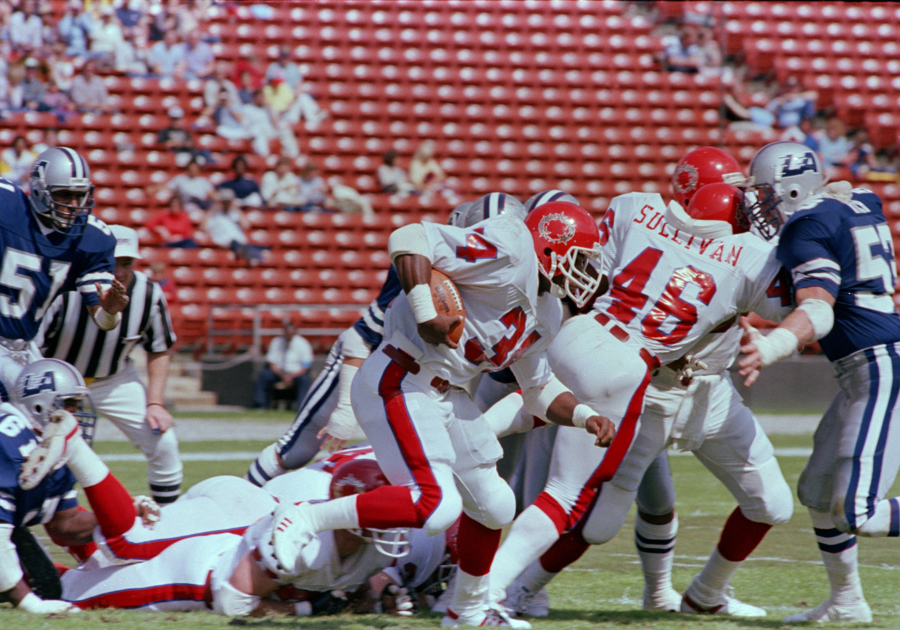 New Jersey Generals' Herschel Walker runs a nine-yard gain for a first down during the USFL game against the Los Angeles Express, in Los Angeles, March 6, 1982. Los Angeles defeated the Generals, 20-15. (AP Photo/Reed Saxon)