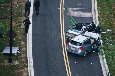 Beach Drive reopened after 2-vehicle crash, vehicle entrapment thwarts traffic