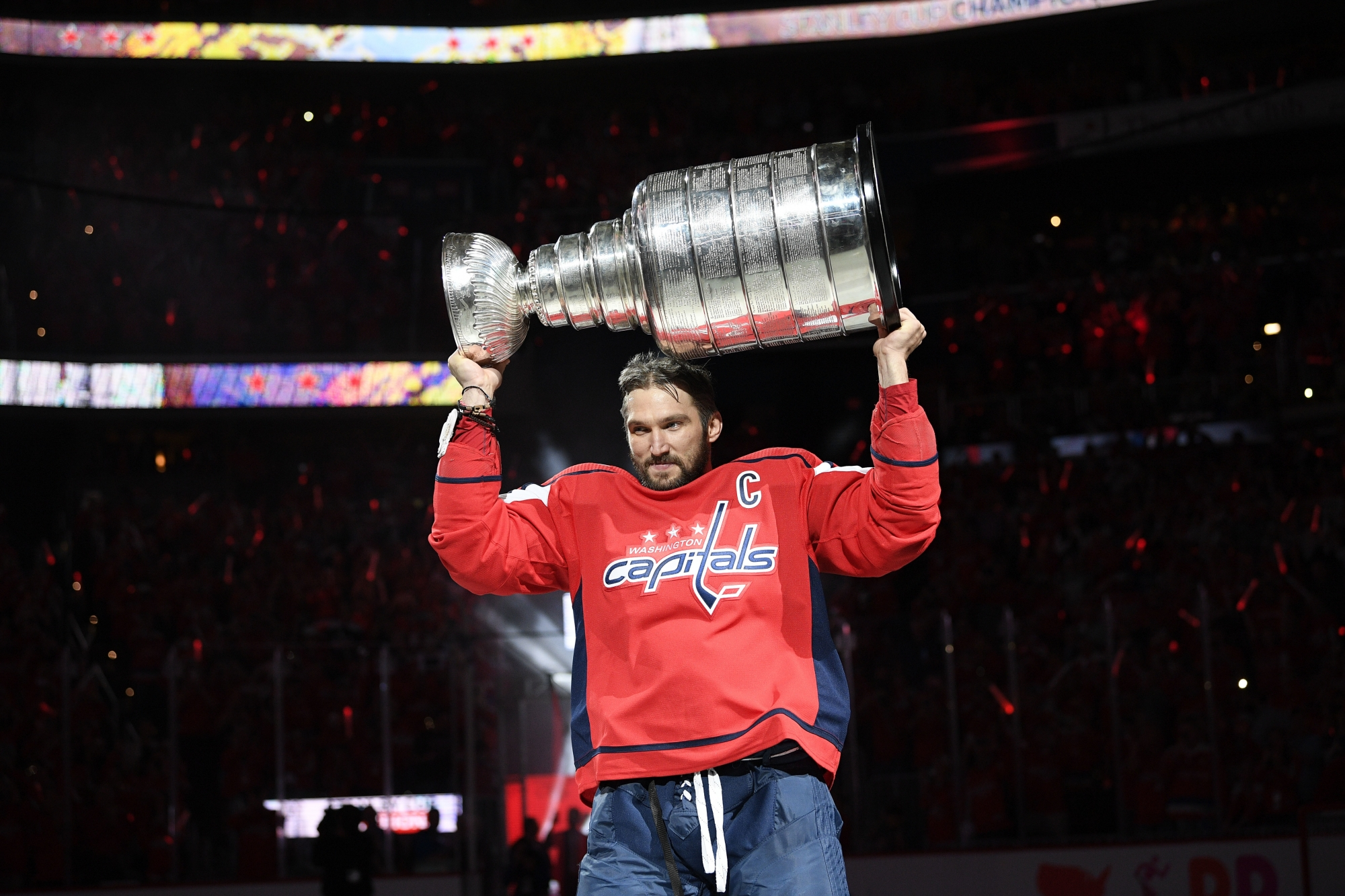 Capitals open Stanley Cup defense with 7-0 rout of Bruins  d4413eea7c20