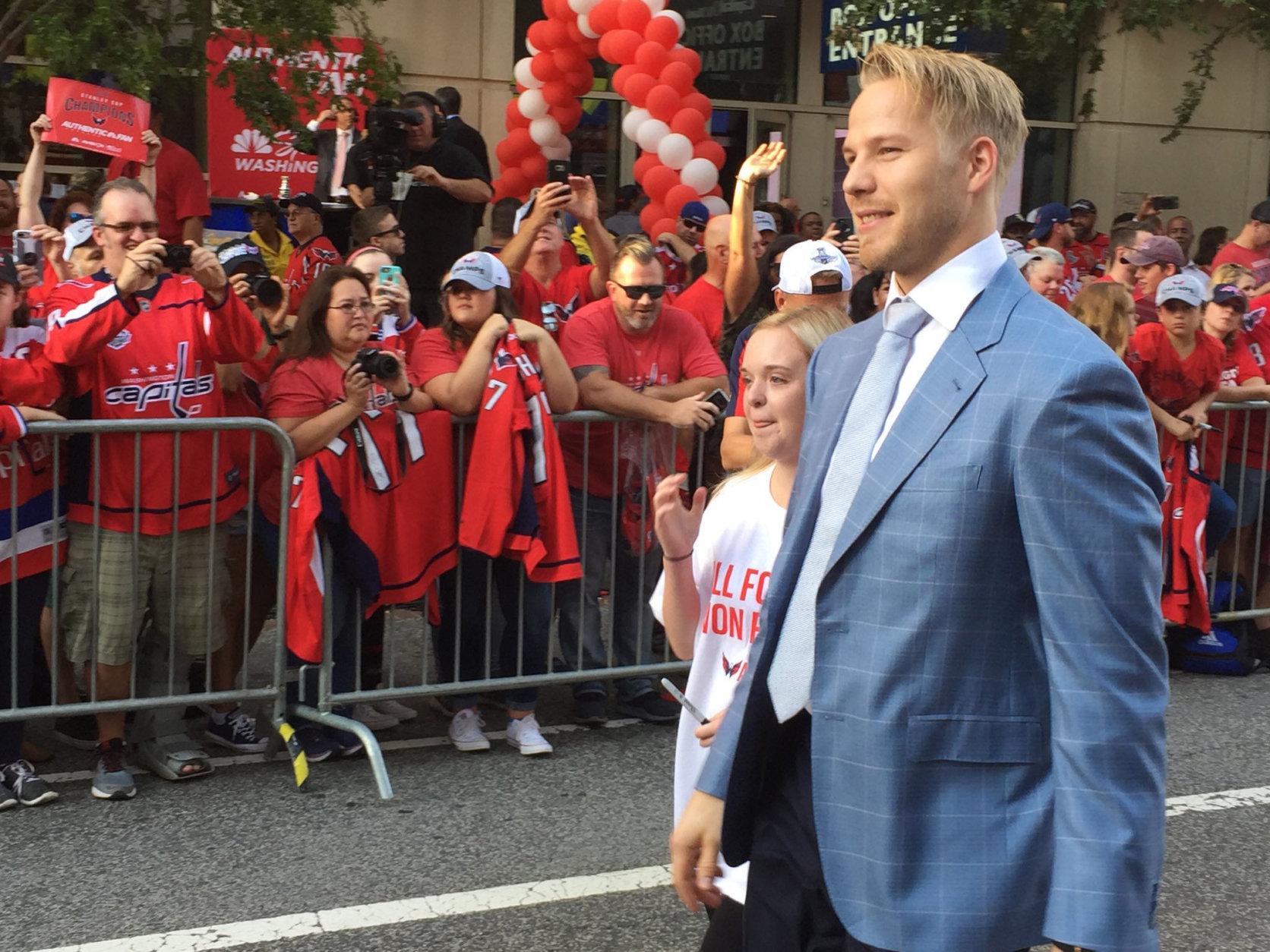 The Capitals' Lars Eller arrives at the 2018-2019 season opener. (WTOP/Jonathan Warner)