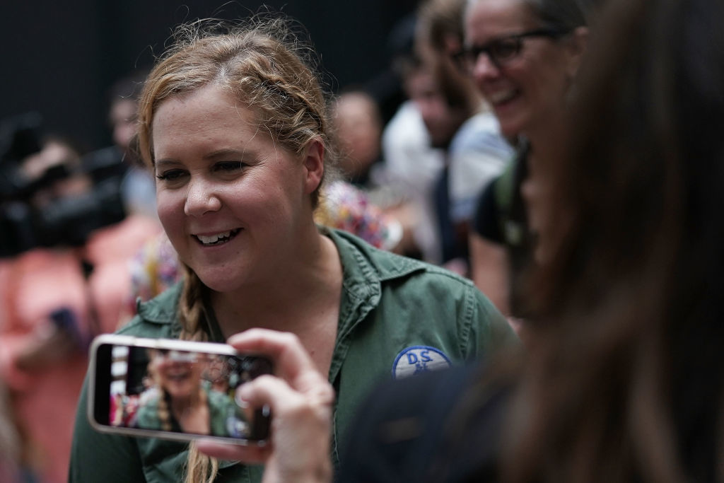WASHINGTON, DC - OCTOBER 04:  Comedian Amy Schumer (C) participates in a protest against the confirmation of Supreme Court nominee Judge Brett Kavanaugh October 4, 2018 at the Hart Senate Office Building on Capitol Hill in Washington, DC. Senators had an opportunity to review a new FBI background investigation into accusations of sexual assault against Kavanaugh and Republican leaders are moving to have a vote on his confirmation this weekend. (Photo by Alex Wong/Getty Images)