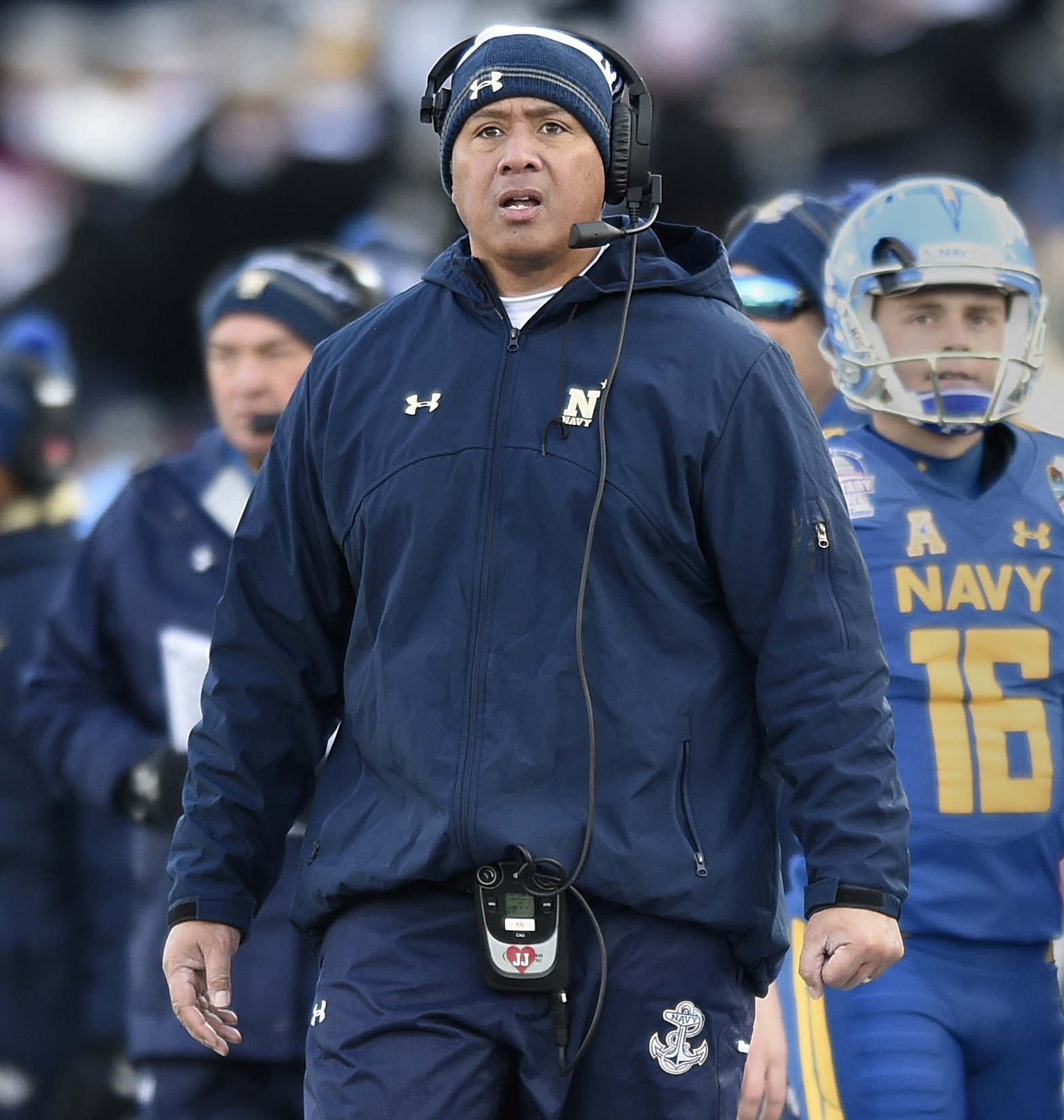 No. 3 Notre Dame faces struggling Navy in a Navy town