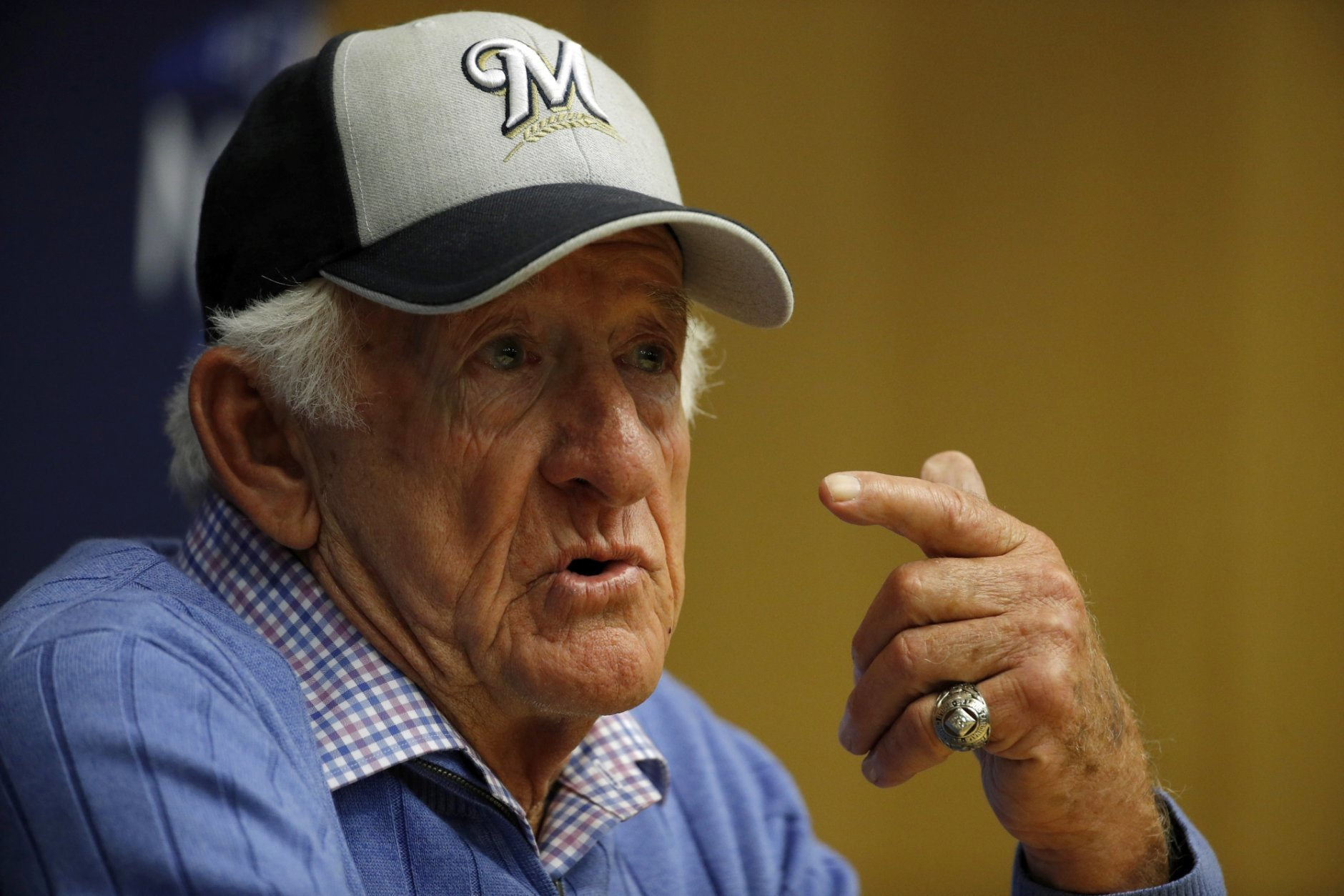 Milwaukee Brewers sportscaster Bob Uecker speaks at a news conference before Game 1 of the National League Championship Series baseball game between the Milwaukee Brewers and the Los Angeles Dodgers Friday, Oct. 12, 2018, in Milwaukee. (AP Photo/Charlie Riedel)