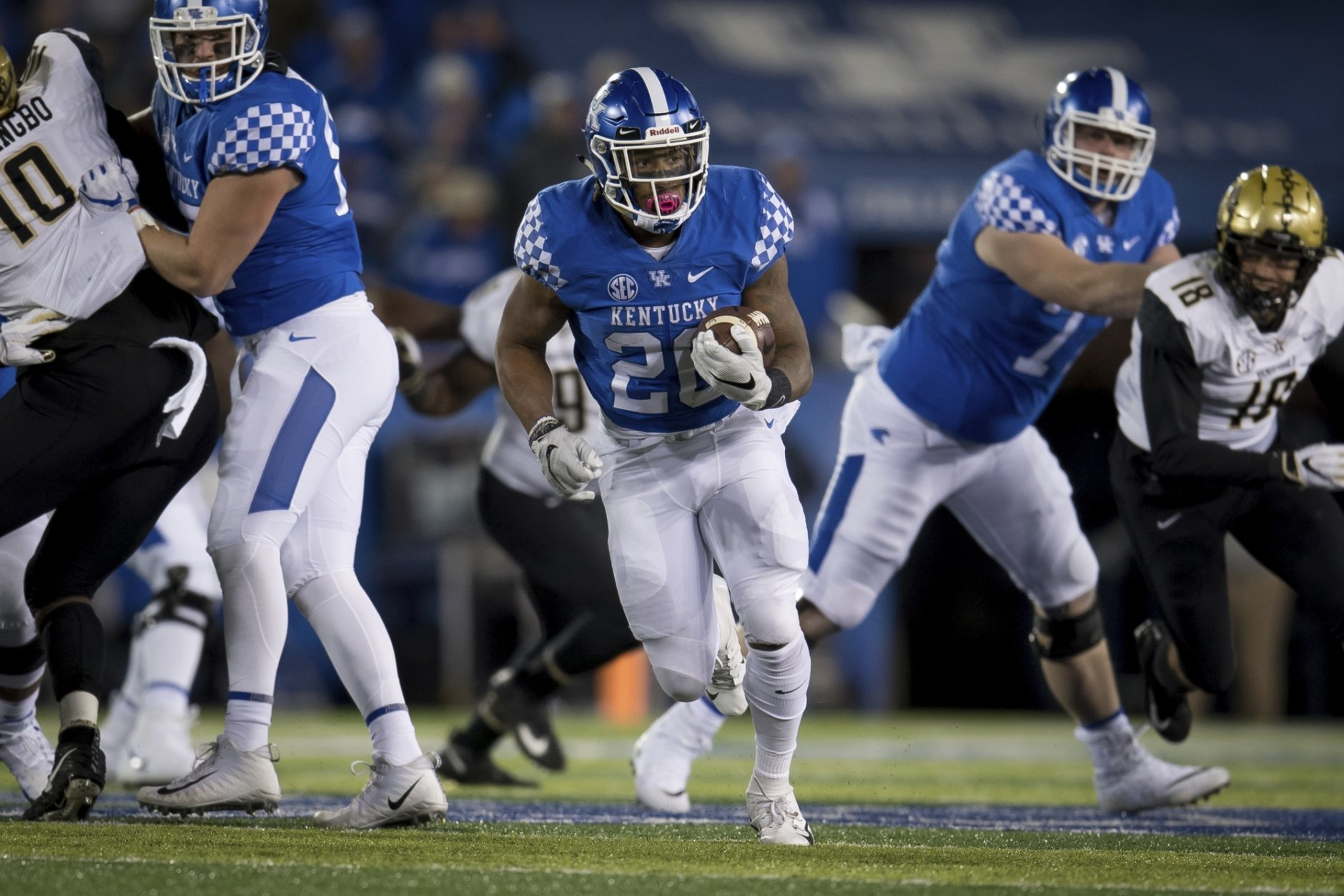 Kentucky running back Benny Snell Jr. (26) carries the ball during the second half of an NCAA college football game against Vanderbilt in Lexington, Ky., Saturday, Oct. 20, 2018. (AP Photo/Bryan Woolston)