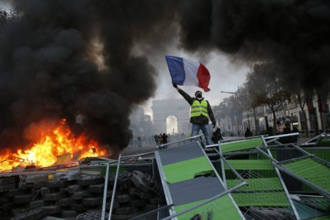 French protesters angry over fuel taxes clash with police