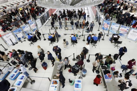 Airlines waive change fees as winter storm threatens Midwest