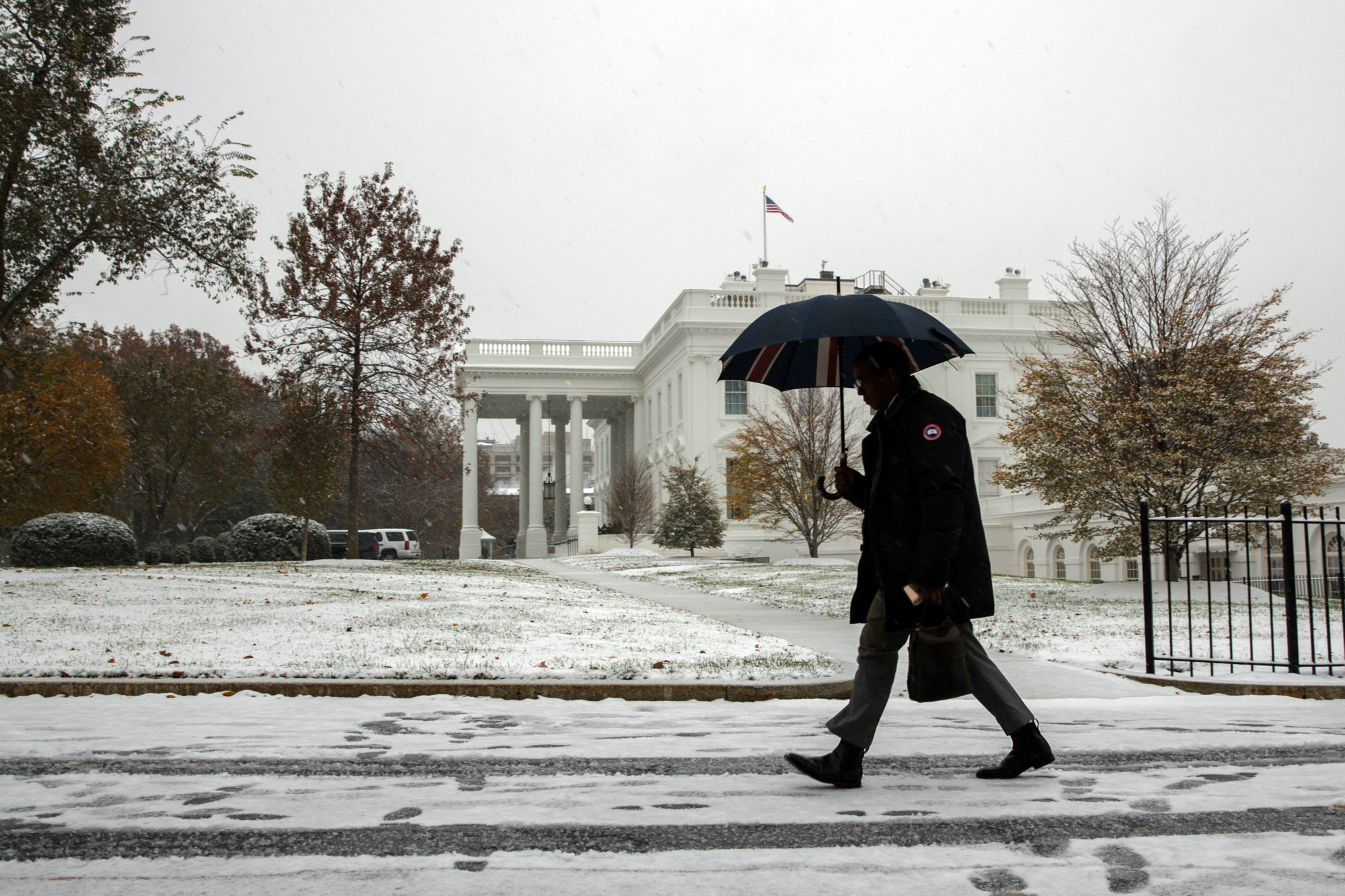 Snow falls on the White House, Thursday, Nov. 15, 2018, in Washington. (AP Photo/Evan Vucci)