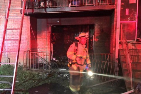 13 displaced after Southeast DC apartment building fire