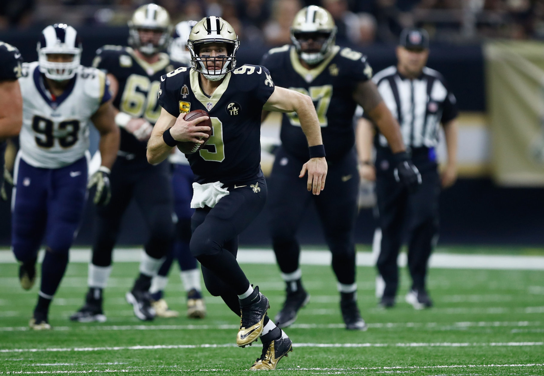 NEW ORLEANS, LA - NOVEMBER 04:  Quarterback Drew Brees #9 of the New Orleans Saints runs with the ball during the second quarter of the game against the Los Angeles Rams at Mercedes-Benz Superdome on November 4, 2018 in New Orleans, Louisiana.  (Photo by Wesley Hitt/Getty Images)