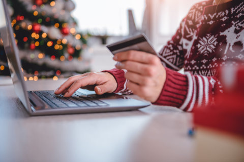 9 holiday shopping habits that will make you go broke