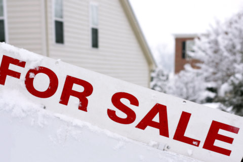 Tips for buying, selling a home during the holidays