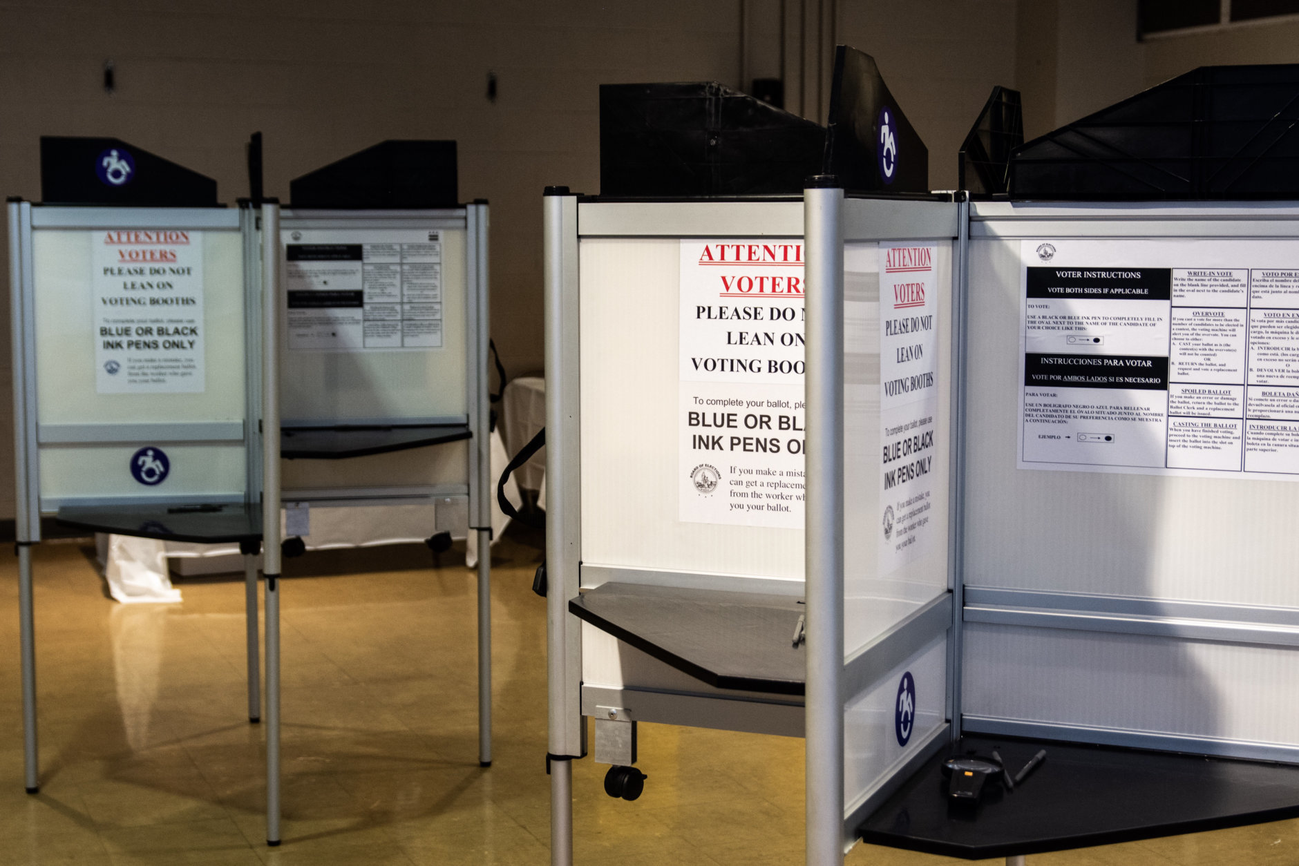 A quiet polling place at the School Without Walls High School in D.C.'s Foggy Bottom. (WTOP/Alejandro Alvarez)