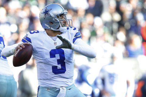 Redskins sign QB Mark Sanchez to back up Colt McCoy