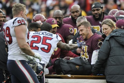 Reports: Alex Smith dealing with infection in broken leg, still hospitalized