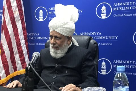 Spiritual leader to millions visits Manassas mosque