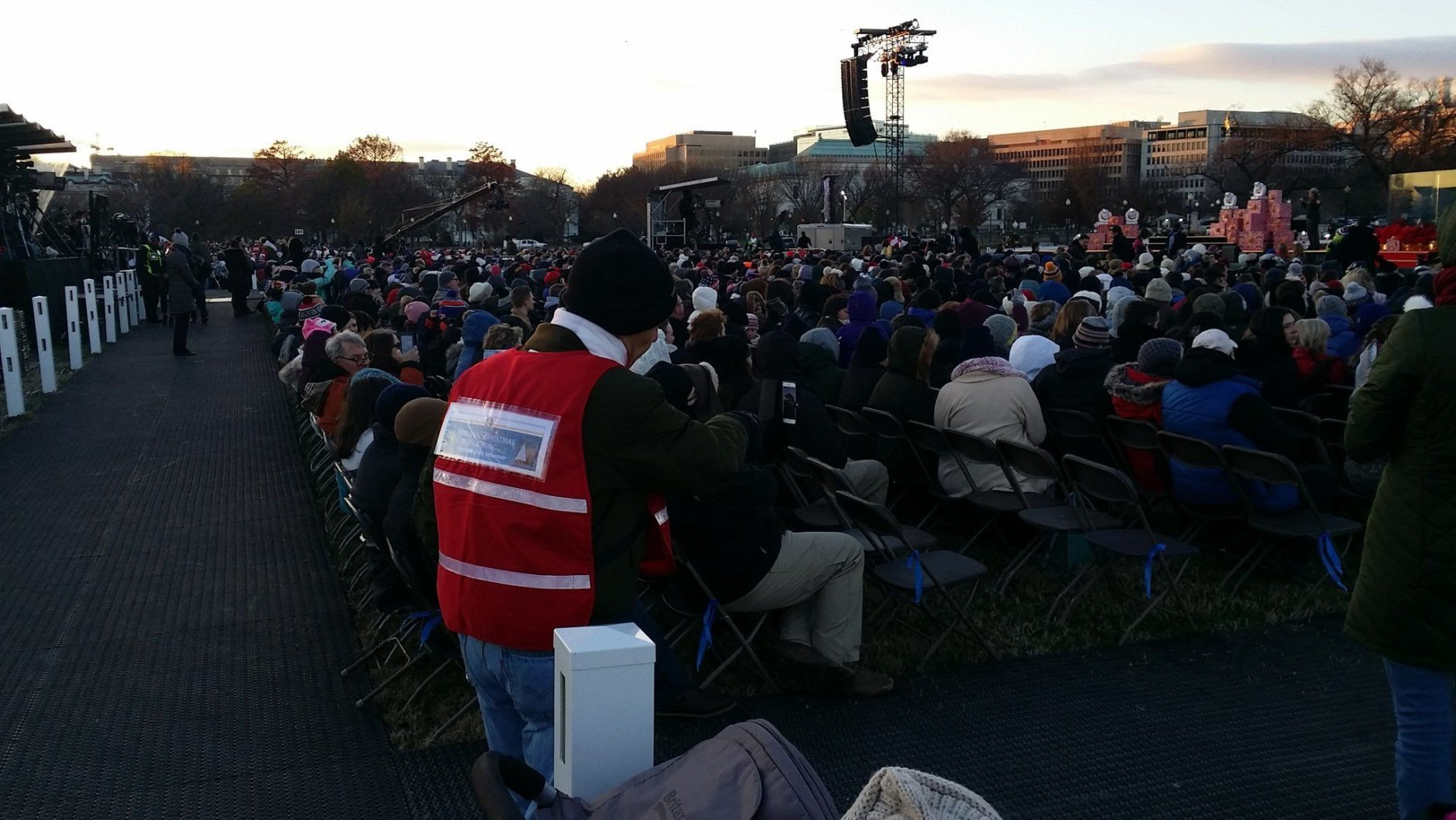 A festive crowd braved the chilly conditions for Wednesday's festivities. (WTOP/J. Brooks)