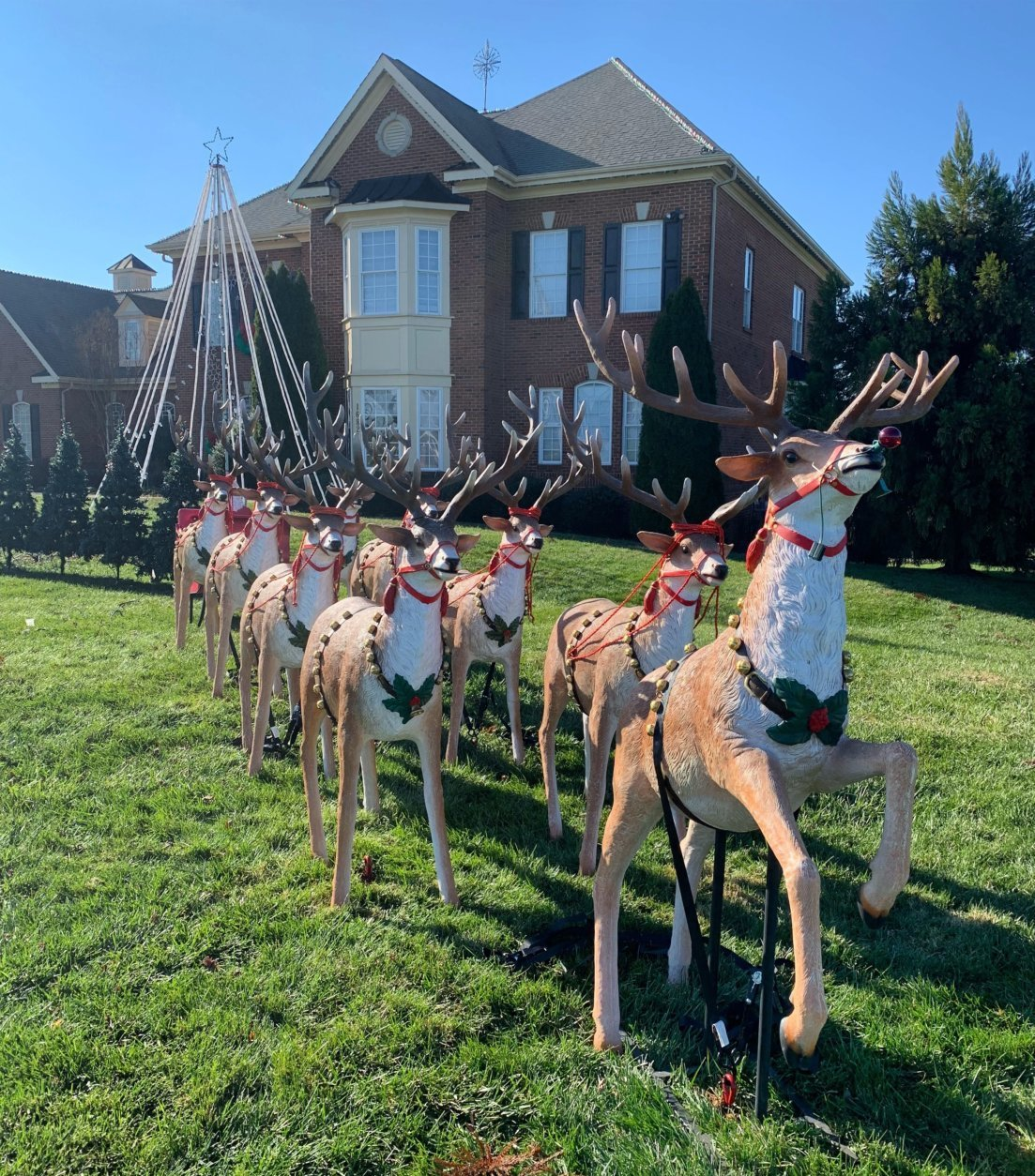 A synchronized light show will run each evening 5-9 p.m., through New Year's Day outside Mark Mustacchio's Purcellville, Virginia, home. (Courtesy Mark Mustacchio)