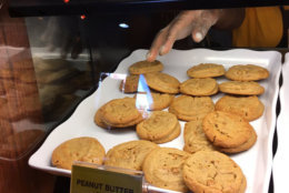 A plate of peanut butter cookies behind the glass at Ajay Kapoor's Nestle Toll House Cafe in Gaithersburg. (WTOP/Liz Anderson)