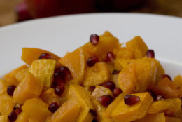 """**FOR USE WITH AP LIFESTYLES**   Roasted Butternut Squash with Roasted Walnut oil and Pomegranate Seeds is seen Thursday, Oct. 18, 2007. The recipe is from Mollie Katzen's new book """"The Vegetable Dishes I Can't Live Without.""""    (AP Photo/Larry Crowe)"""