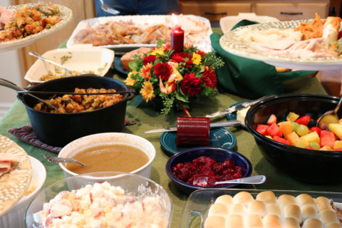 How to enjoy Thanksgiving dinner without packing on pounds