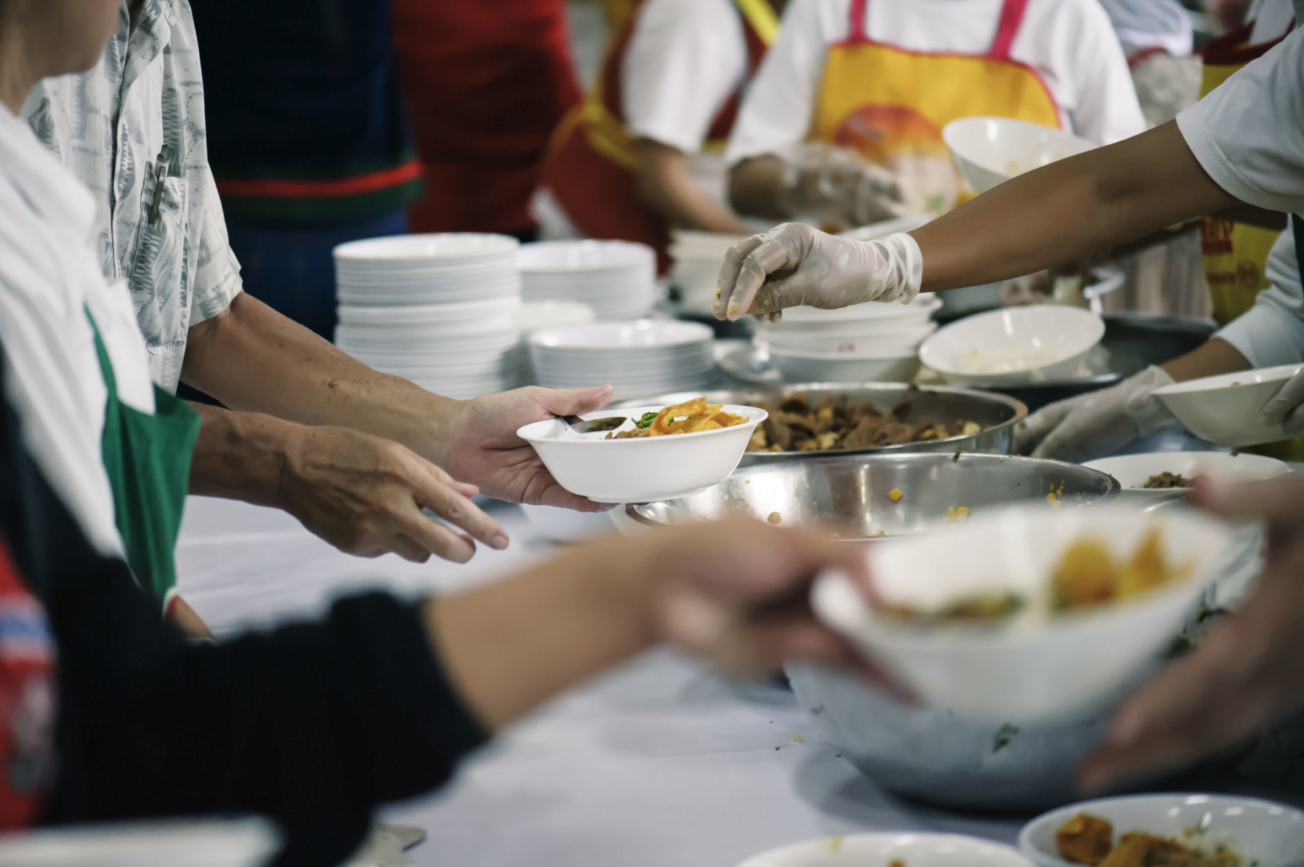 Volunteers Share Food to the Poor to Relieve Hunger: Charity concept (Getty Images/iStockphoto/kuarmungadd)