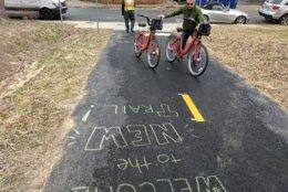 People gather their bikes on Washington Boulevard Trail. (Courtesy Arlington Department of Environmental Services)