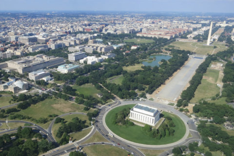 DC-area federal government workforce continues to shrink