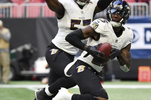 Ravens' Tavon Young weighing options with neck injury