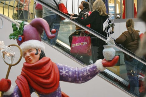 DC-area police offer holiday shopping safety tips
