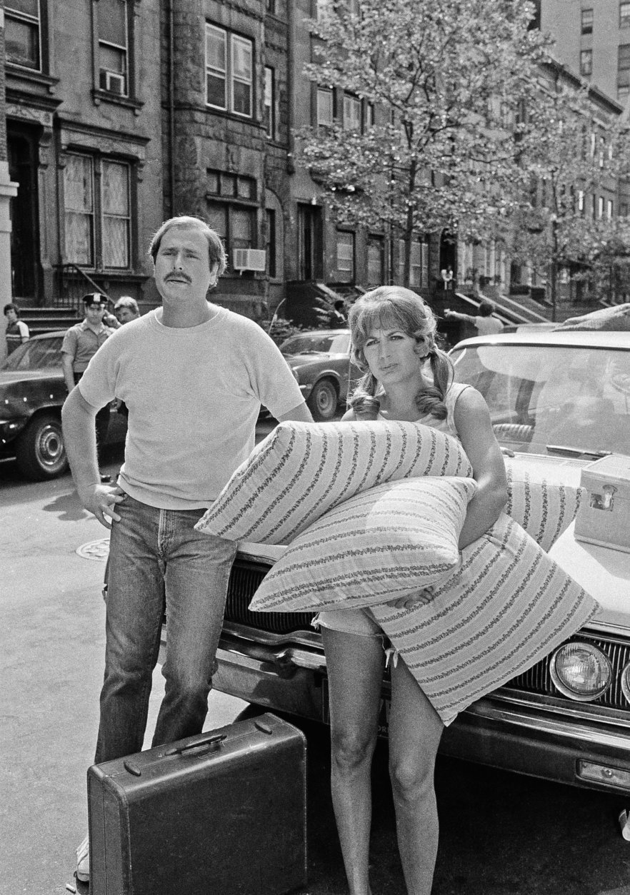 "Actor Rob Reiner and his wife, Penny Marshall, were waiting to begin a scene for the film ""Love Me and I'll Be Your Best Friend,"" filming on New York's 84th St. Tuesday June 20, 1978. The scene calls for Penny to take a tumble while trying to carry the suit case and pillows up the steps of an apartment building. (AP Photo/Dan Grossi)"
