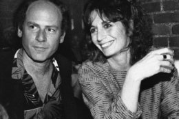 "Penny Marshall relaxes with friend Art Garfunkel at an opening night party in a New York restaurant on Tuesday, May 14, 1985, following her performance in ""Eden Court"" at the Promenade Theater. (AP Photo/Frankie Ziths)"