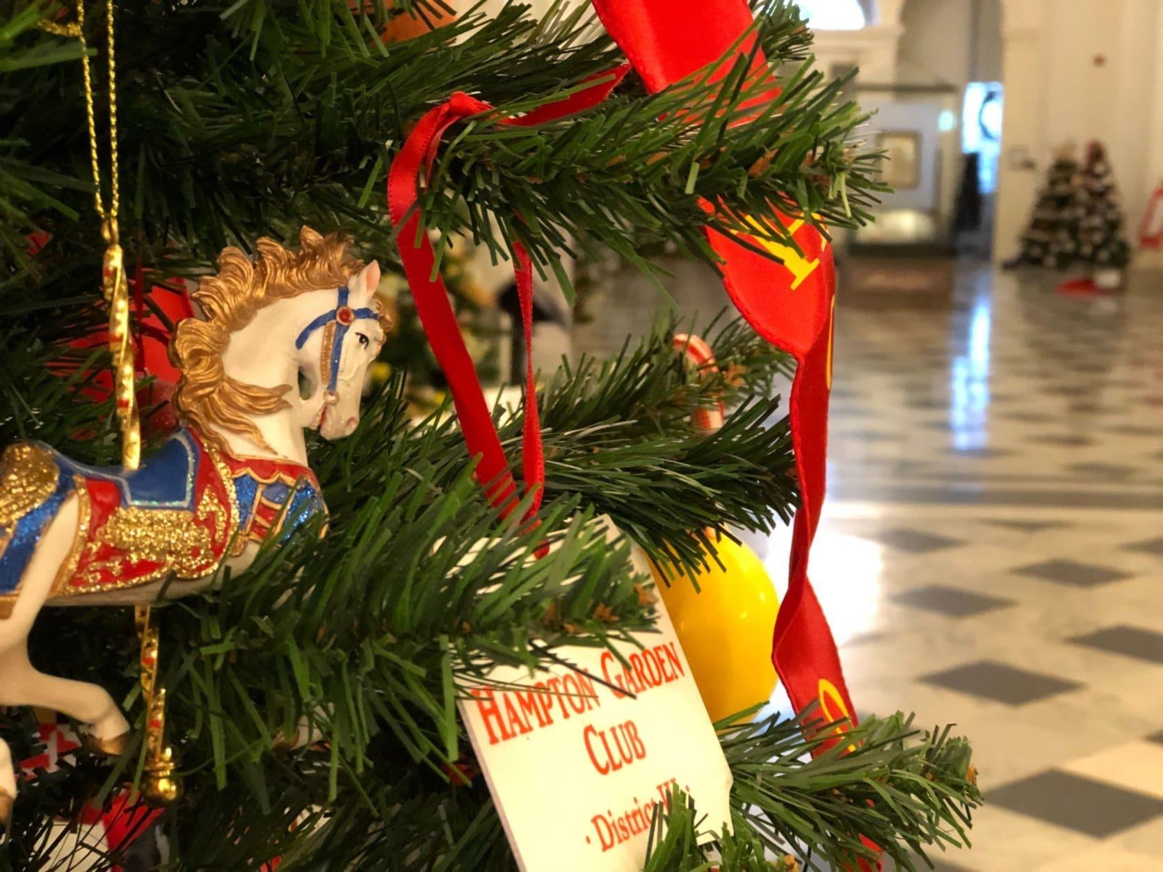 close-up photo of a Christmas tree