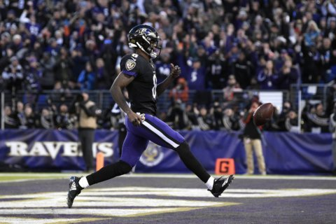 Ravens squeeze past Browns 26-24 to earn AFC North title