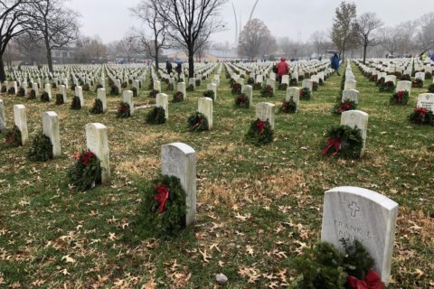 Despite foul weather, tens of thousands volunteer lay wreaths at Arlington National Cemetery