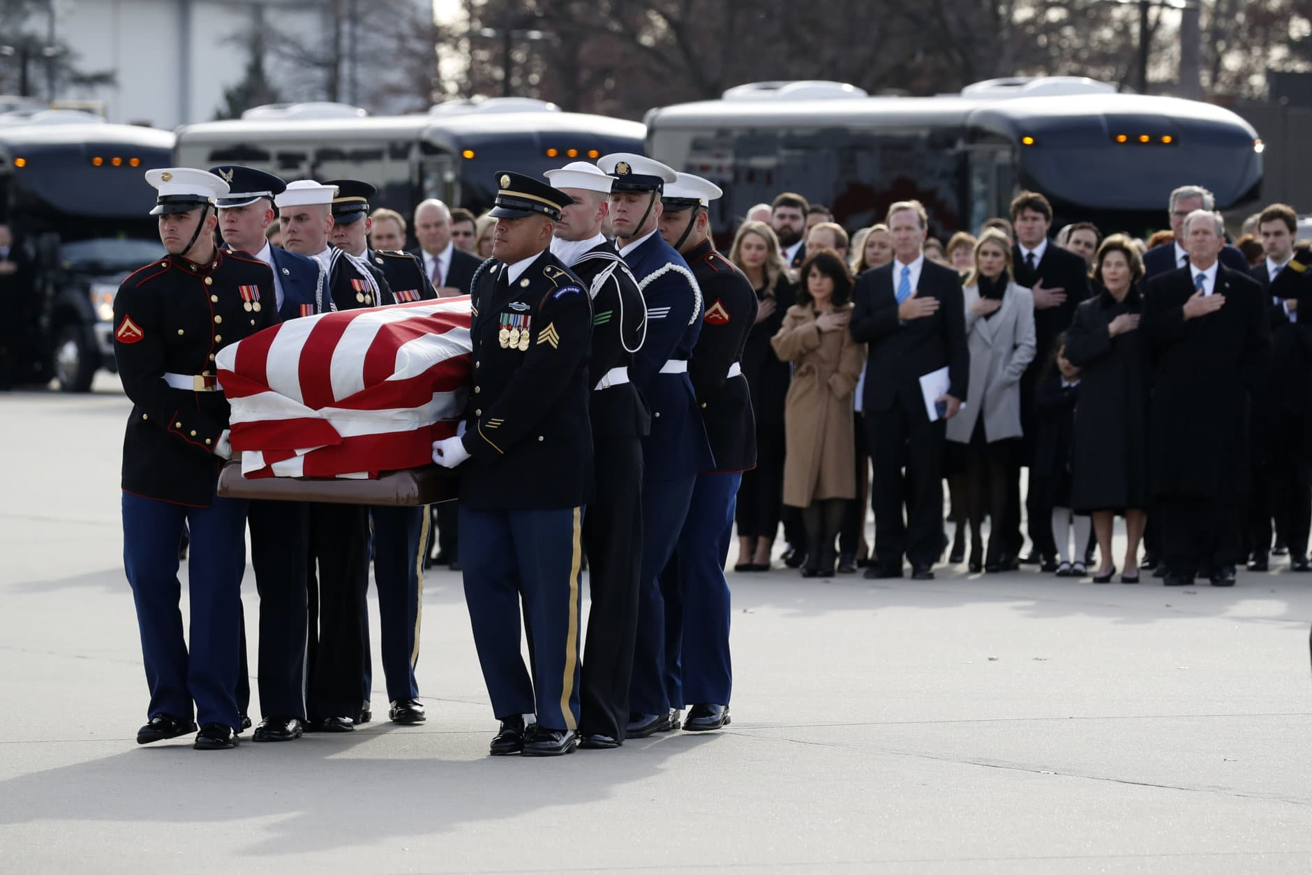 Former President George W. Bush, former first lady Laura Bush and other family members watch as the flag-draped casket of former President George H.W. Bush is carried by a joint services military honor guard to Special Air Mission 41 on December 5, 2018, at Joint Base Andrews, Maryland. (Photo by Alex Brandon - Pool/Getty Images)