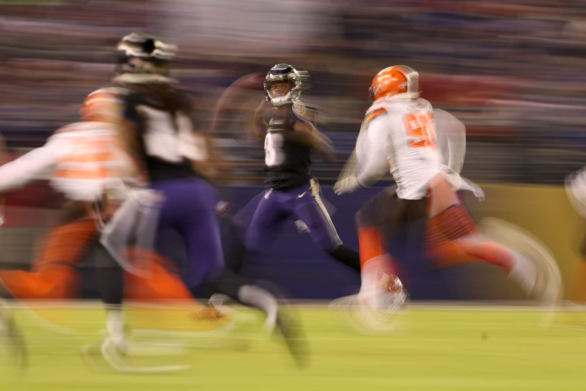BALTIMORE, MARYLAND - DECEMBER 30: Quarterback Lamar Jackson #8 of the Baltimore Ravens looks to throw the ball in the third quarter against the Cleveland Browns at M&T Bank Stadium on December 30, 2018 in Baltimore, Maryland. (Photo by Patrick Smith/Getty Images)