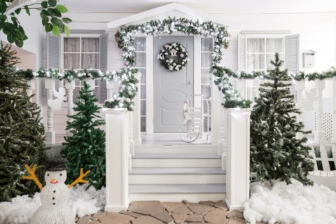 How to give your home holiday curb appeal