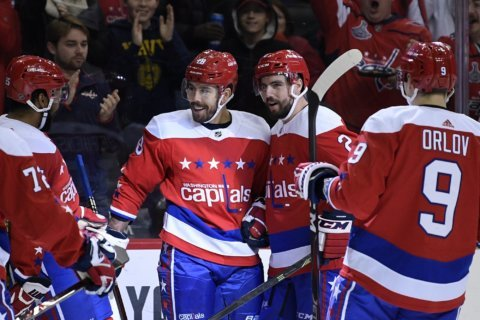 Carlson, Oshie lead Caps to 3-1 win over Canes